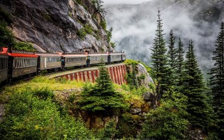 عکس قطار مسیر کوهستانی