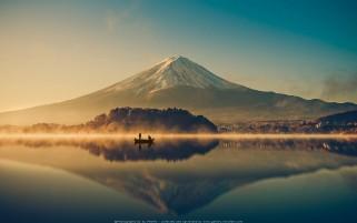 عکس رویایی از طلوع در دریاچه کوه فوجی کیفیت بالا گالری عکس