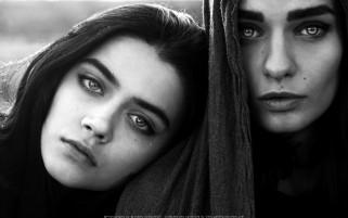 دو صورت زیبا و یک قطره اشک