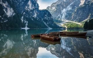 عکس زیبا و حرفه ای قایق های دریاچه