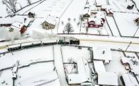 عکس عبور قطار در روز برفی از نمای بالا