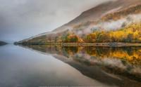 عکس زیبا و حرفه ای از انعکاس درختان پاییزی در دریاچه