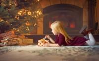 عکس زیبا کودک و درخت کریسمس