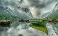 عکس زیبا قایق سبز