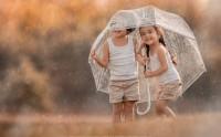 عکس زیبا کودکان زیر چتر در باران گالری عکس بچه