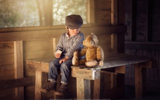 من و خرسم تدی در کلبه چوبی