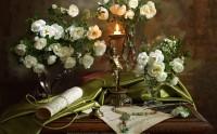 عکس زیبا از چیدمان گل و گلدان به همراه برگه های نت موسیقی