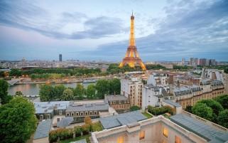 عکس نمای زیبا از برج ایفل در پاریس فرانسه