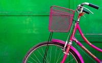 عکس دوچرخه صورتی شاد