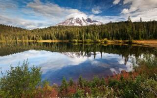 عکس انعکاس زیبا در دریاچه