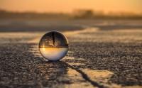 غروب آفتاب در گوی شیشه ای