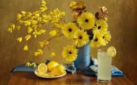 آب لیمو ترش و گل