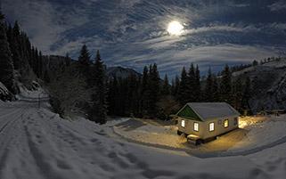 شب سرد،کلبه گرم