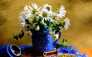 گلدان گل های سفید