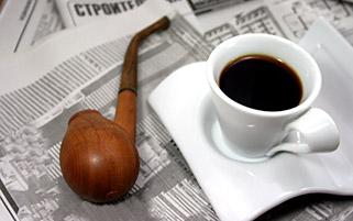 فنجان قهوه و پیپ
