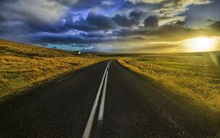 جاده در طلوع