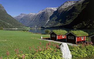 خانه های کنار دریاچه